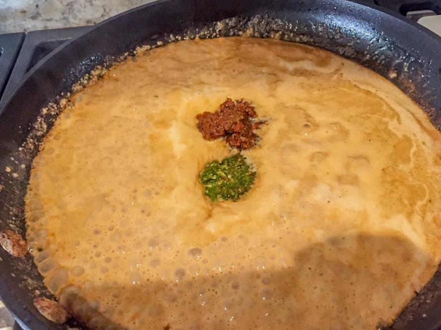 creamy_sundried_tomato_chicken_pasta_sauce